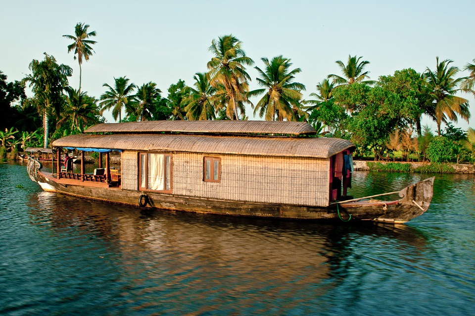 TOURIST PLACES IN KERALA |10 BEST PLACES TO VISIT IN KERALA