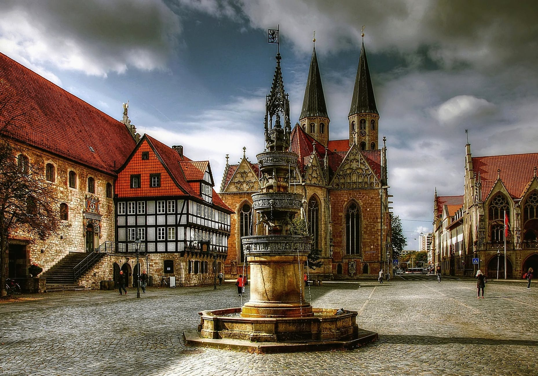 MOST FAMOUS CHURCHES IN THE WORLD | BIGGEST CHURCHES